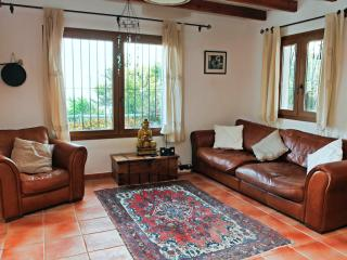 Large lounge with all amenities including 40 inch flat screen TV and free fast internet