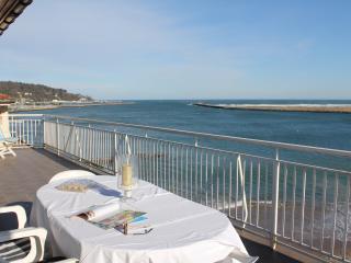 Impresionante terraza para disfrutar de desayuno o comida al sol, o para deleitarse con las vistas