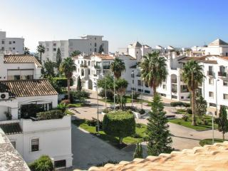Lovely flat on the Costa Tropical in Andalusia with large terrace, sea views and shared pool – 250m, Motril
