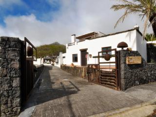Villa Jameos with Private Pool 3 Bedrooms, Hembert