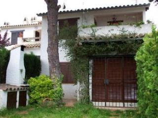 Casa con piscina en Costa Brava con jardín privado