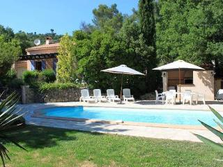 VILLA BLUE PARADOU - CHARMING VACATION HOUSE, La Roquebrussanne
