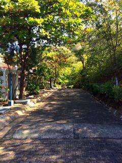 Community with 24 hours security/ residencial con seguridad 24 horas