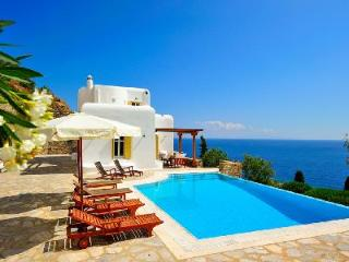 Perched above the bay, Ilios offers sublime sea views, modern décor & infinity pool, Tourlos