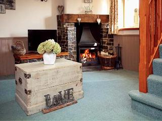 BEECHCROFT, woodburner, shared external games room, children's play area, enclosed garden, pet-friendly cottage near North Molton, Ref. 916092