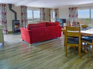 SPINDRIFT, detached beachfront cottage, all ground floor, en-suites, WiFi, woodburner, in Southerness, Ref 919273