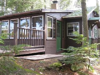 Cozy Waterfront Cottage on Lake Winn (CAS89W), Moultonborough