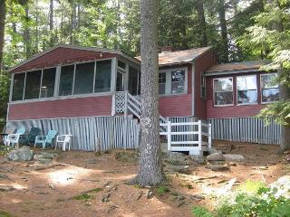 Comfortable Lakefront Camp Vacation Rental on Lake Waukewan Sleeps 8 (COL26W), Center Harbor
