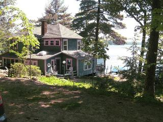 Vintage Waterfront on Lake Winnipesaukee Sleeps 13 (CRE82W), Meredith