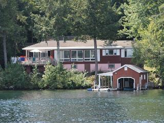 Vintage home Lake Winnipesaukee (CAR32W), Meredith