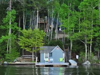 Two Bedroom Cottage Sleeps 8 on Lake Winnipesaukee (FER25W), Alton