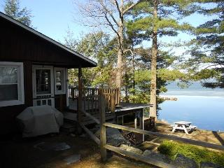 Waterfront Vacation Cottage in Weirs Beach on Lake Winnipesaukee (SHE9Bf), Laconia