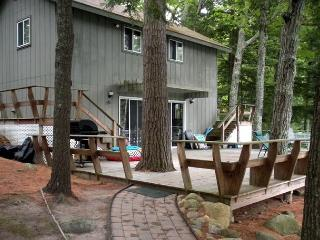 Lake Winnipesaukee Waterfront Vacation Rental on Black Cat Island (POU178Wf), Moultonborough