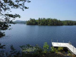 Lovely Home on Lake Wicwas in Meredith, NH, Sleeps 8 (BLO9Wp)