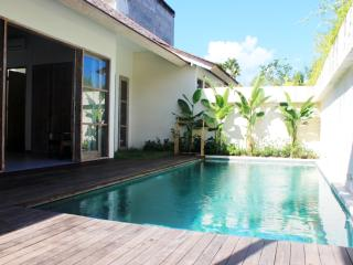 The Decks Bali 1, Luxury One Bdr Villa with Pool, Legian