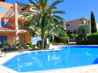 Sea view apartment with pool and garden - Paphos