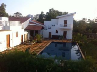 Exotic Luxury villa with pool, Alibaug