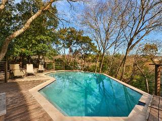 1BR/1.5BA Luxury Tree House with Pool, Austin, Sleeps 4