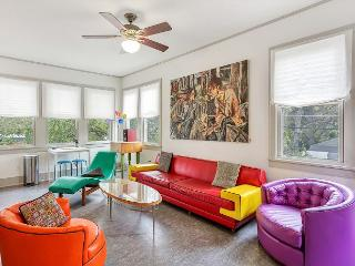 Free-Spirited Hyde Park Studio w/ Patio—Walk to Restaurants, Near Downtown