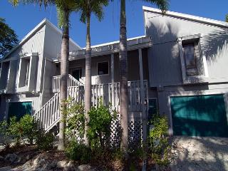 Comfortable home near the beach with community pool and tennis, Sanibel