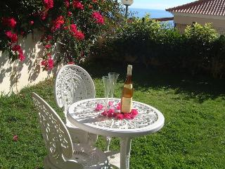 Casa Opuntia - Peaceful Villa with Lovely Gardens
