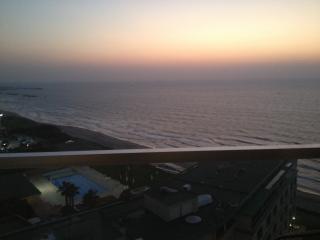 AMAZING SEA VIEW with TERRACE, Ramat Hasharon