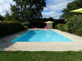 'Fuchsia' Outstanding Villa with pool and garden