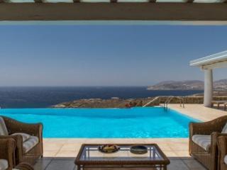 Beautiful 7 Bedroom Villa in Lia, Tsamantas