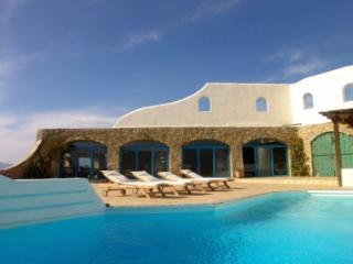 Tremendous 5 Bedroom Villa in Houlakia, Mykonos