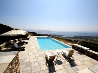 5 Bedroom Villa in Paros