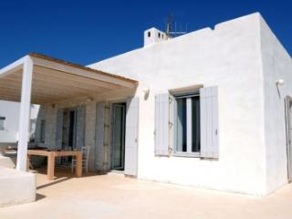 Excellent 3 Bedroom Villa in Paros