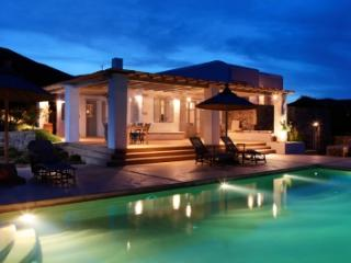 Exquisite 5 Bedroom Villa in Magganies, Agios Georgios