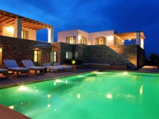 Fabulous 7 Bedroom Villa in Magganies, Agios Georgios