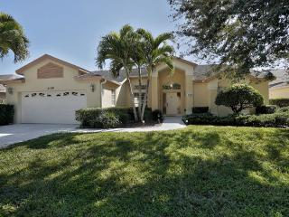 BRIARWOOD, SUNBURY CT. 5130 CENTRAL NAPLES, POOL, VACATION HOME!