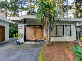Dog-friendly bayfront home with water access, private hot tub, retro-style charm, Coos Bay
