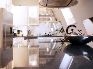 The Pianist's 3bed Glass House in Central London