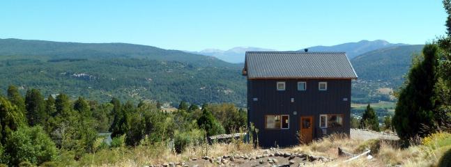 Detalle de la casa sobre la cima de la montaña