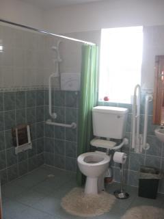 Glenviewcottage Disablilty Access Bathroom