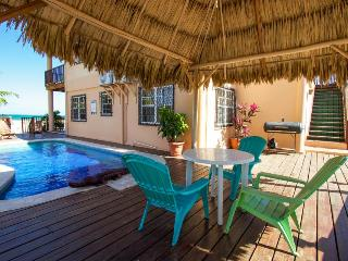 Oceanfront, oceanview, pool access in beautiful Placencia!, Placência
