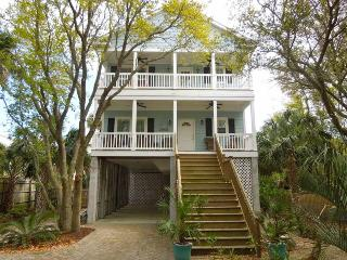 Blue Pearl - Folly Beach, SC - 3 Beds BATHS: 2 Full 1 Half