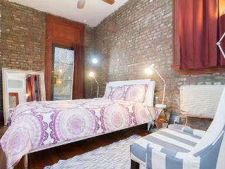 Prime Chelsea Large 1bed with Private Back Yard !, Nova York