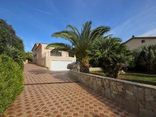 Golfe Juan villa with private garden and sea view, Golfe-Juan Vallauris