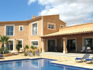 Villa with pool 2.5 km from the natural park of Es