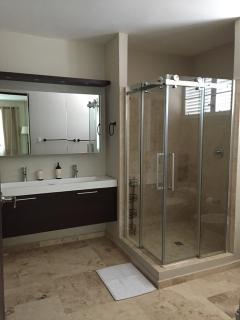 Huge ensuite Master Bathroom