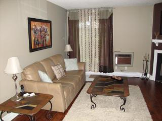Beautiful 2 Bedroom Condo Conveniently Located, Oakville