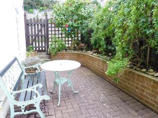 LITTLE ACRE, off road parking, great location, traditional cottage in Torquay, Ref. 921019