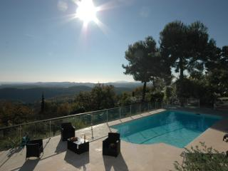 Tourrettes-sur-Loup Villa Sleeps 8 with Air Con and WiFi - 5238465