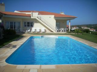 Luxury Villa with Private Pool and Ocean Views, Foz do Arelho