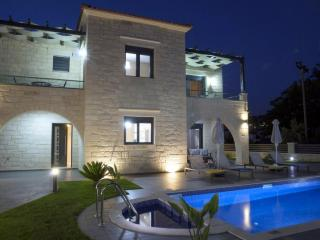 Four bedroom villa with pool,hammam,200m to beach