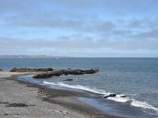 Spacious seaside apartment close to Dublin airport, Dublín